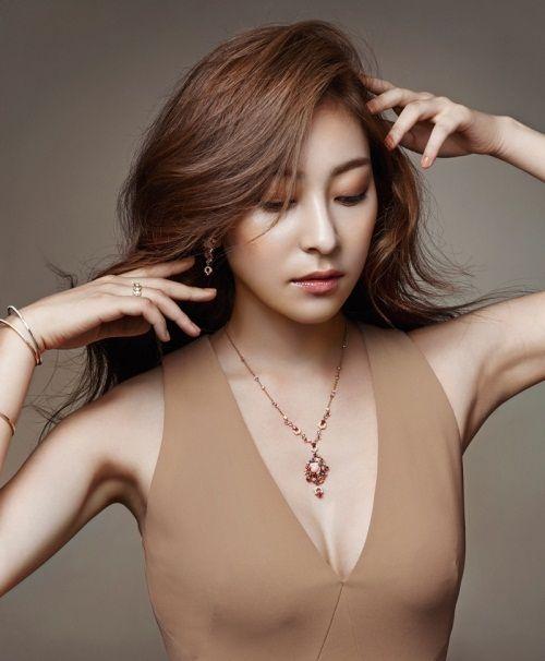 Foto Cantik Wang Ji-won 7
