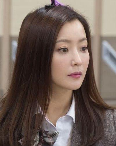 Foto Kim Hee-sun dalam Angry Mom