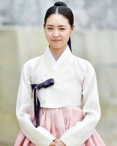 Foto Lee Yeon-hee dalam Splendid Politics