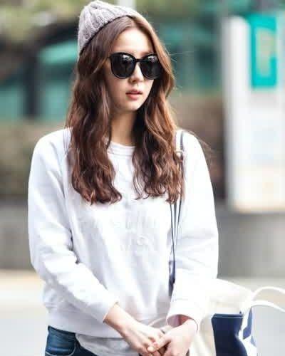 Foto Shin Se-kyung dalam The Girl Who Sees Smells