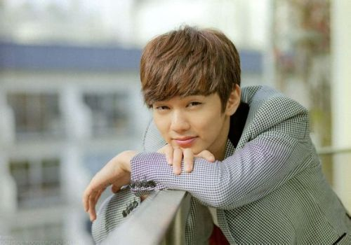 Foto Tampan Yoo Seung-ho 22