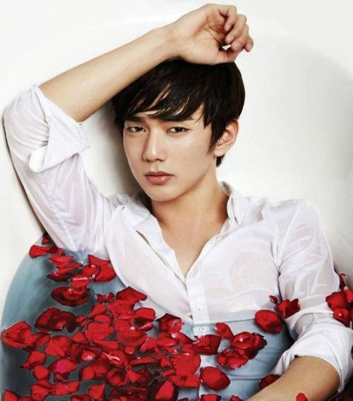 Foto Tampan Yoo Seung-ho 8