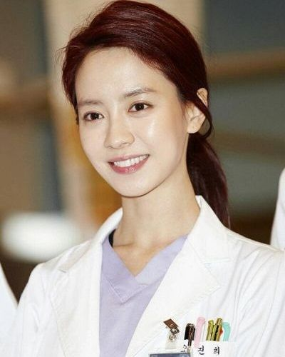 Foto Song Ji-hyo dalam Emergency Couple