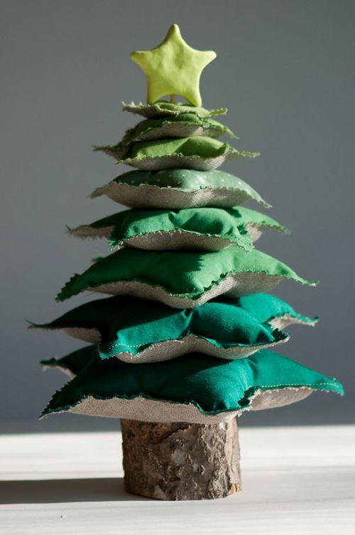 Foto Ide Desain Pohon Natal Paling Kreatif, Indah, dan Lucu 18