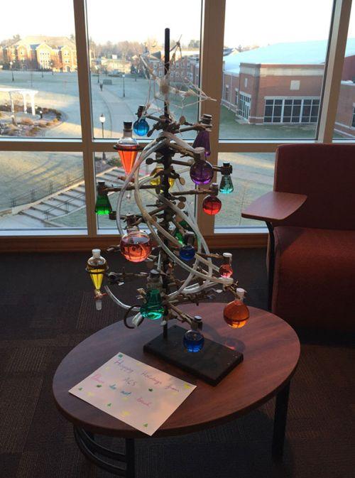Foto Ide Desain Pohon Natal Paling Kreatif, Indah, dan Lucu 2