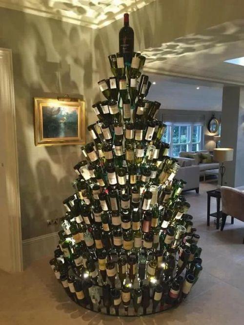 Foto Ide Desain Pohon Natal Paling Kreatif, Indah, dan Lucu 20