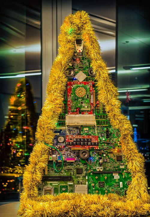 Foto Ide Desain Pohon Natal Paling Kreatif, Indah, dan Lucu 26