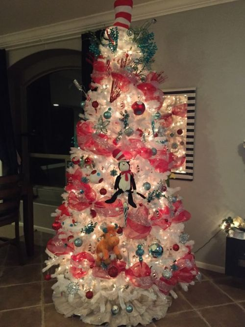 Foto Ide Desain Pohon Natal Paling Kreatif, Indah, dan Lucu 28