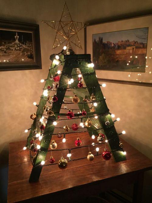 Foto Ide Desain Pohon Natal Paling Kreatif, Indah, dan Lucu 29