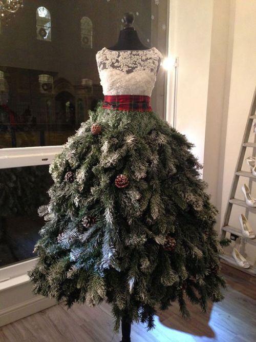 Foto Ide Desain Pohon Natal Paling Kreatif, Indah, dan Lucu 3