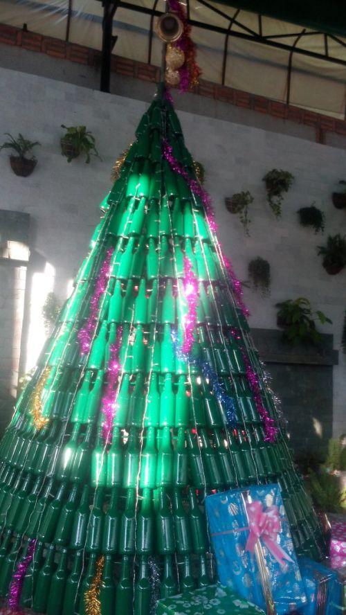Foto Ide Desain Pohon Natal Paling Kreatif, Indah, dan Lucu 30