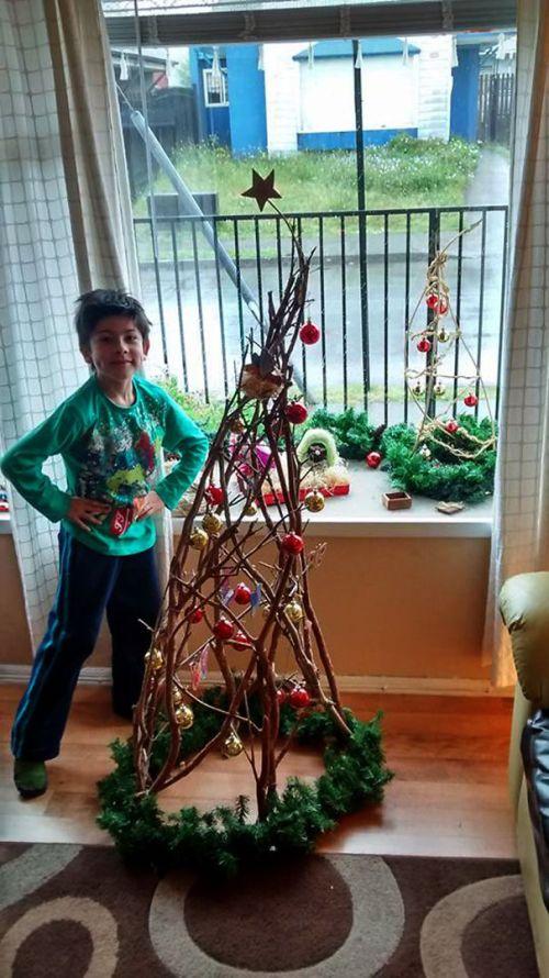 Foto Ide Desain Pohon Natal Paling Kreatif, Indah, dan Lucu 34