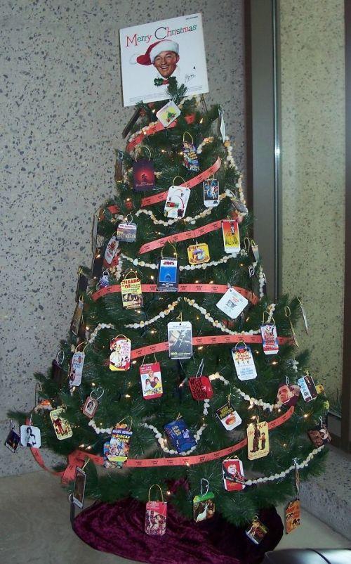 Foto Ide Desain Pohon Natal Paling Kreatif, Indah, dan Lucu 40
