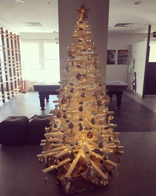 Foto Ide Desain Pohon Natal Paling Kreatif, Indah, dan Lucu 41