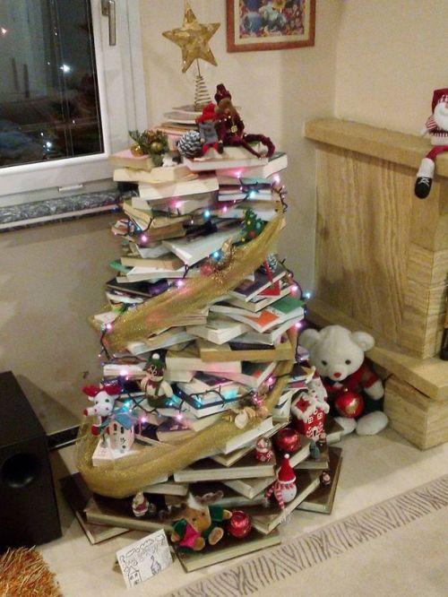 Foto Ide Desain Pohon Natal Paling Kreatif, Indah, dan Lucu 43