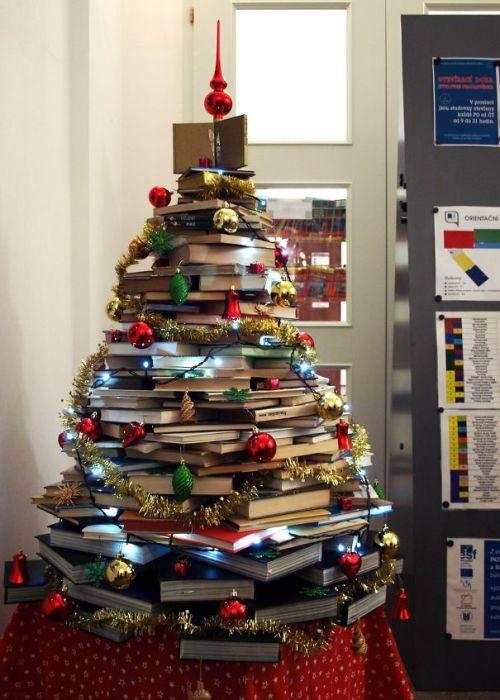 Foto Ide Desain Pohon Natal Paling Kreatif, Indah, dan Lucu 47