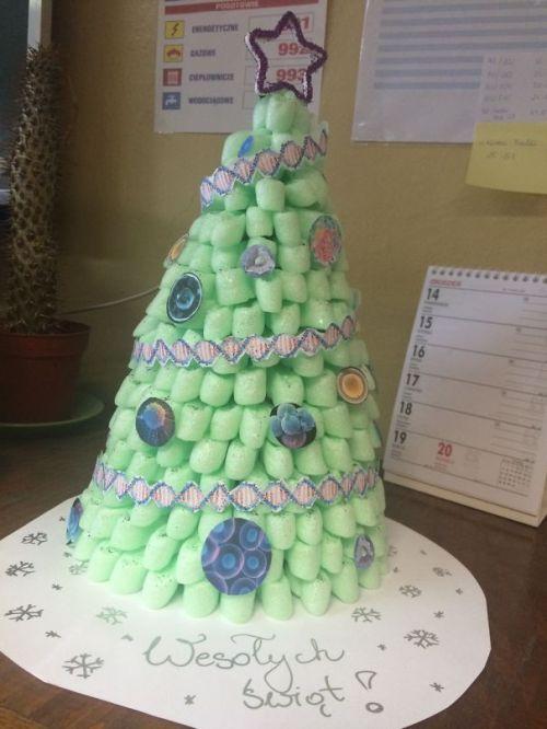 Foto Ide Desain Pohon Natal Paling Kreatif, Indah, dan Lucu 54