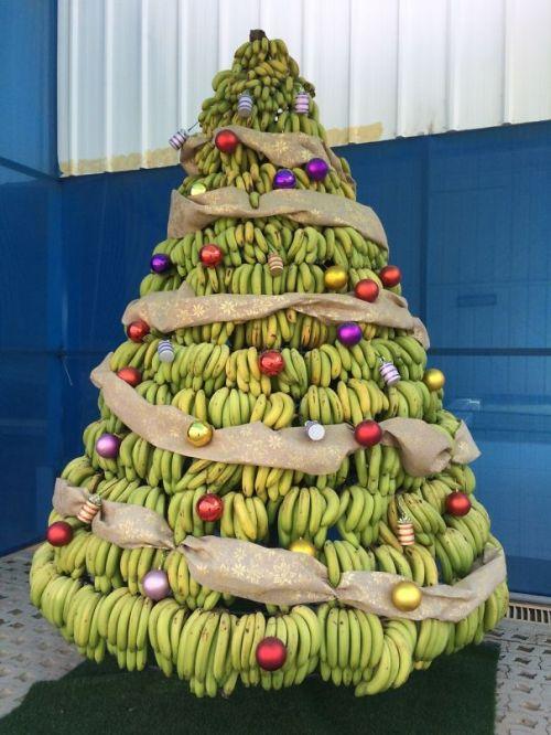 Foto Ide Desain Pohon Natal Paling Kreatif, Indah, dan Lucu 57