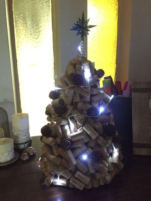 Foto Ide Desain Pohon Natal Paling Kreatif, Indah, dan Lucu 59