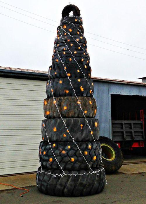 Foto Ide Desain Pohon Natal Paling Kreatif, Indah, dan Lucu 6