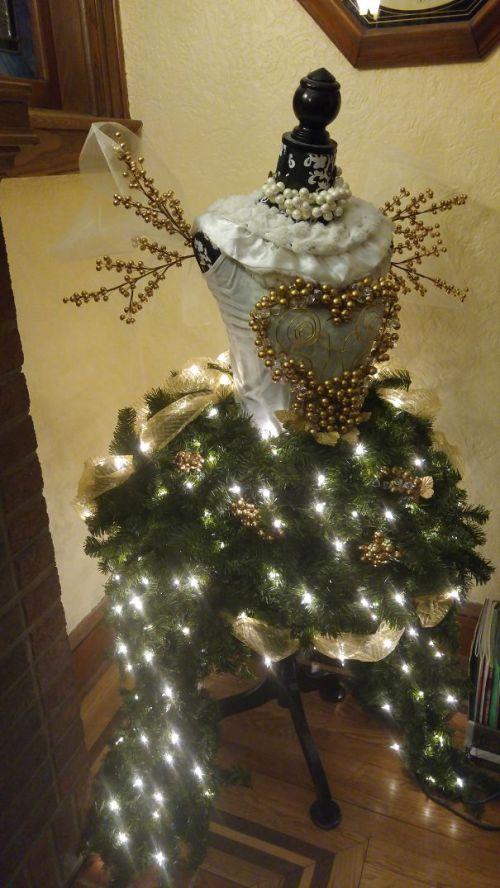 Foto Ide Desain Pohon Natal Paling Kreatif, Indah, dan Lucu 61