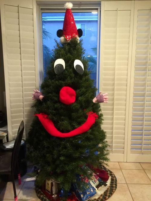 Foto Ide Desain Pohon Natal Paling Kreatif, Indah, dan Lucu 63