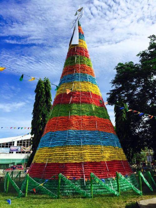 Foto Ide Desain Pohon Natal Paling Kreatif, Indah, dan Lucu 64