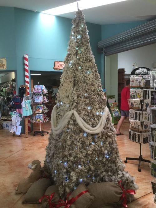 Foto Ide Desain Pohon Natal Paling Kreatif, Indah, dan Lucu 69