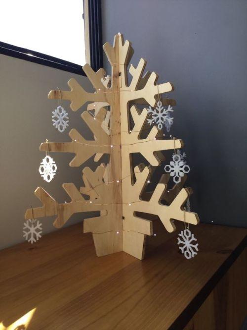 Foto Ide Desain Pohon Natal Paling Kreatif, Indah, dan Lucu 70