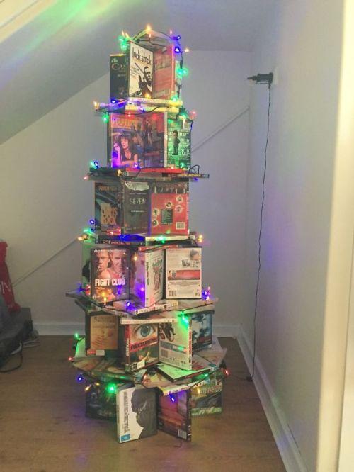 Foto Ide Desain Pohon Natal Paling Kreatif, Indah, dan Lucu 75