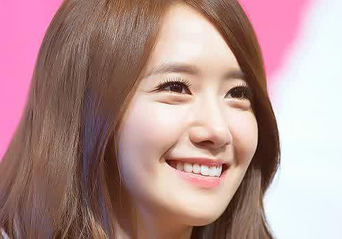 Foto Yoona Tersenyum 2