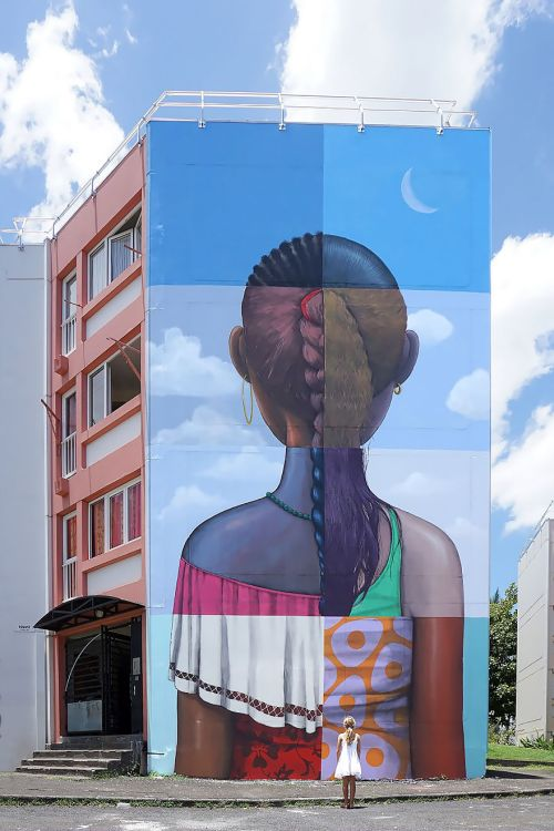Gambar Mural Raksasa 2
