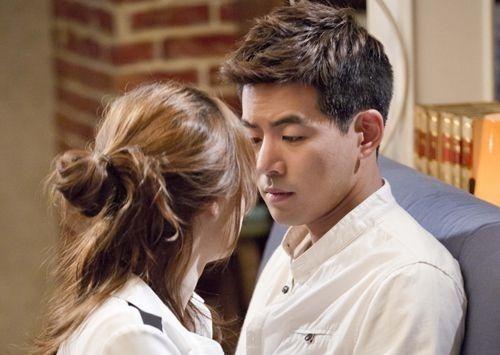 Park Dong-joo dan Yoon Soo-wan (Angel Eyes) 2