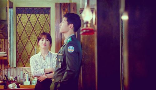 Foto Adegan Drama Descendants of the Sun 29