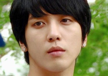 Foto Close up Jung Yong-hwa