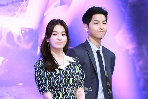 Foto Kemesraan Song Joong-ki dan Song Hye-kyo
