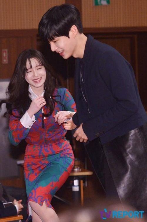 Foto Romantis Ku Hye-sun dan Ahn Jae-hyun3