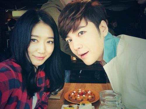 Foto Romantis Park Shin-hye dan Jang Geun-suk2