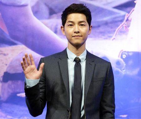 Foto Song Joong-ki Tampan 23