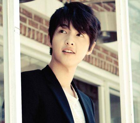 Foto Song Joong-ki Tampan 24