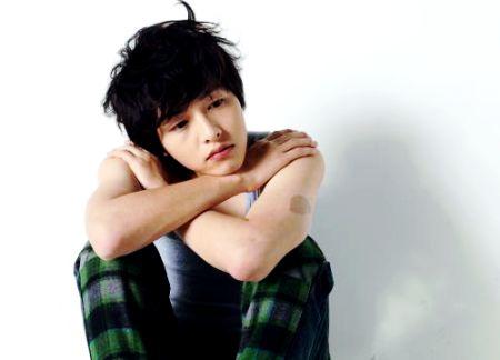 Foto Song Joong-ki Tampan 28