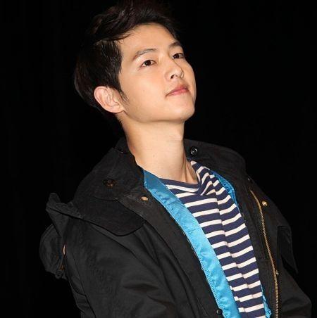 Foto Song Joong-ki Tampan 36