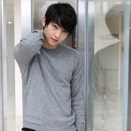 Foto Song Joong-ki Tampan 41