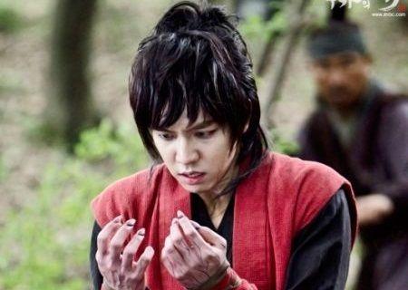 Lee Seung-gi sebagai Kang Chi