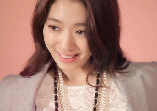 Foto Senyuman Park Shin-hye Terbaru4