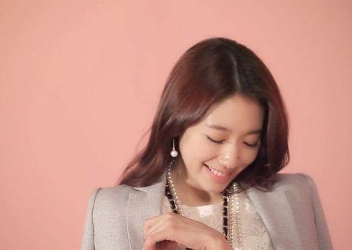 Foto Senyuman Park Shin-hye Terbaru6