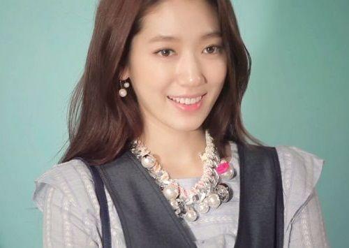 Foto Senyuman Park Shin-hye Terbaru7