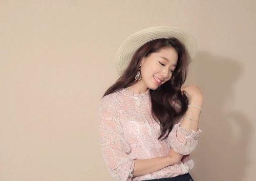 Foto Senyuman Park Shin-hye Terbaru8