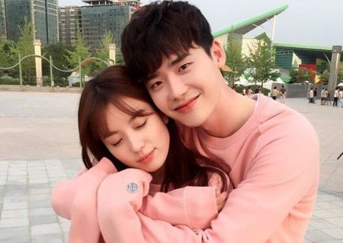 Foto Couple Lee Jong-suk dan Han Hyo-joo